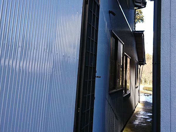 狭い箇所の塗り替え工事